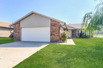301 Springfield Dr 3 Beds House for Rent Photo Gallery 1