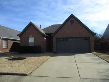 7642 Fox Hunt Dr E 3 Beds House for Rent Photo Gallery 1