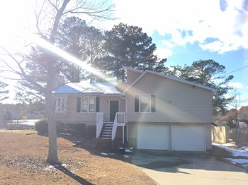 1015 Malibu Dr NE 4 Beds House for Rent Photo Gallery 1