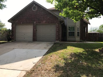 8440 Cloverglen Ln 3 Beds House for Rent Photo Gallery 1