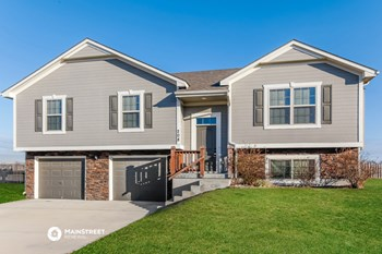 208 Golfview Dr 4 Beds House for Rent Photo Gallery 1