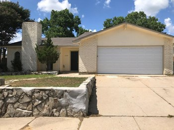7109 Forestview Dr 3 Beds House for Rent Photo Gallery 1
