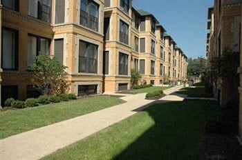4631-37 S. Lake Park 1-3 Beds Apartment for Rent Photo Gallery 1