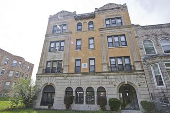 6126-28 S. Woodlawn Studio-1 Bed Apartment for Rent Photo Gallery 1