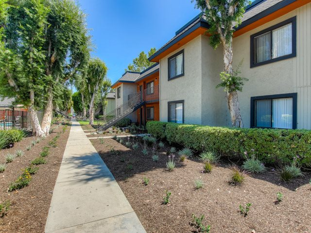 Walking Trails at Riverwalk Landing Apartment Homes, CA, 92505