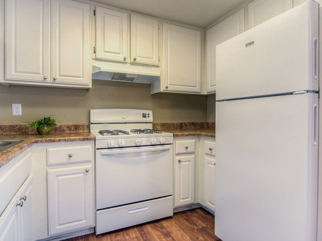 Fully equipped kitchen at Riverwalk Landing Apartment Homes, California, 92505