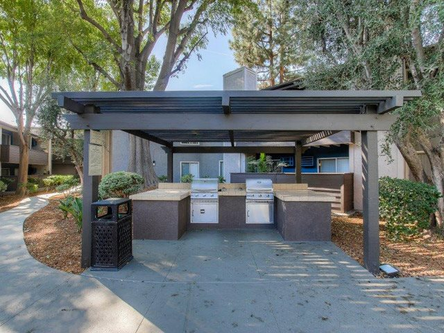 Picnic and Outdoor BBQ Area at Chatsworth Pointe Apartments, Canoga Park, CA