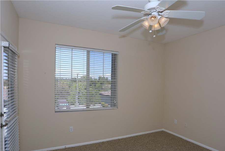 Spacious Bedrooms With Ceiling Fan at Estancia Apartment Homes, Riverside