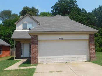 4688 Water Front Oak 3 Beds House for Rent Photo Gallery 1