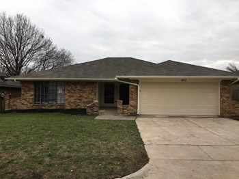 1517 Willow Park Dr 3 Beds House for Rent Photo Gallery 1