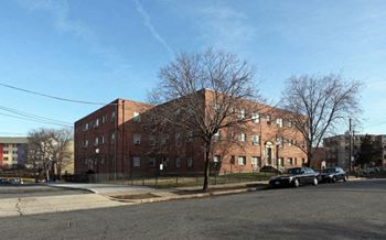 2412 Hartford St SE 1-2 Beds Apartment for Rent Photo Gallery 1