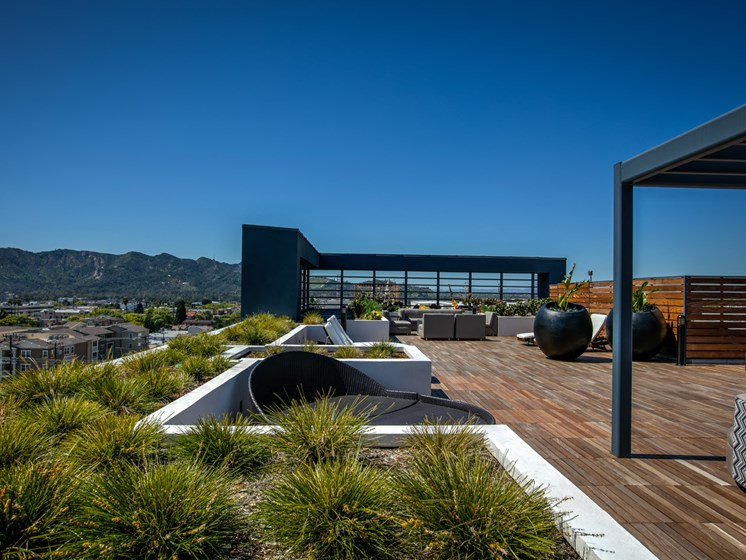 Spacious, Rooftop Skydeck at Luxury Legendary Glendale Apartments, 91203