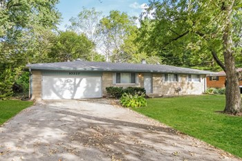 10337 N College Avenue Idianapolis, IN 46280 4 Beds House for Rent Photo Gallery 1