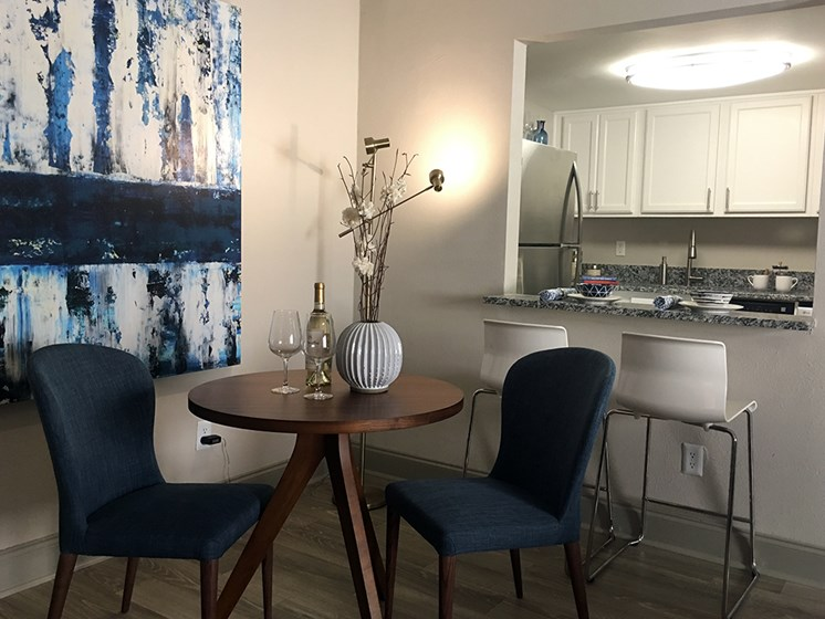 The Mark at SoDo apartments Orlando, FL 32806 dine-in area beside kitchen
