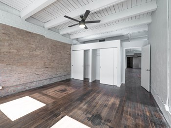 1012 W Randolph St 1 Bed Apartment for Rent Photo Gallery 1