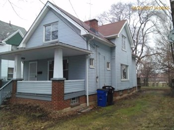 6215 Kenyon Avenue 3 Beds House for Rent Photo Gallery 1