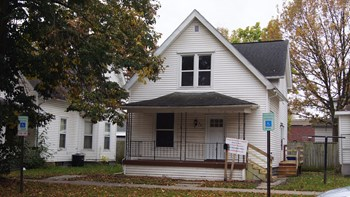 321 16th St NE 3 Beds House for Rent Photo Gallery 1