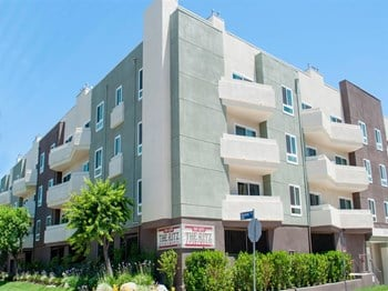 10947 Bloomfield Street 1-2 Beds Apartment for Rent Photo Gallery 1