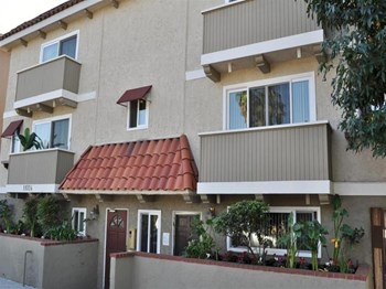 11024 Acama St 1-2 Beds Apartment for Rent Photo Gallery 1