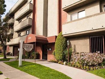 4333 Stern Ave 1-2 Beds Apartment for Rent Photo Gallery 1