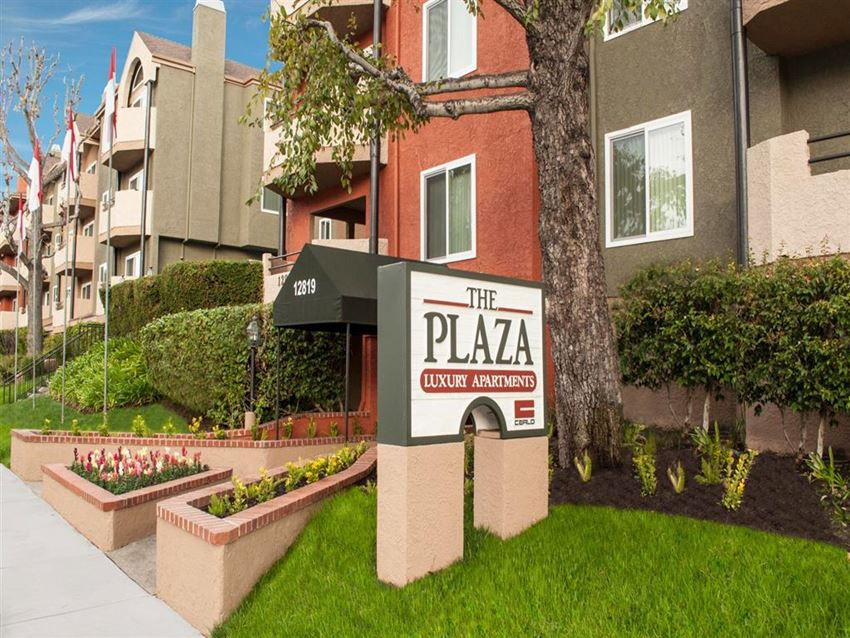 Plaza apartments in Sherman Village. Luxury apartments with upgraded features. Few minutes from Studio City, Valley Village, and Sherman Oaks