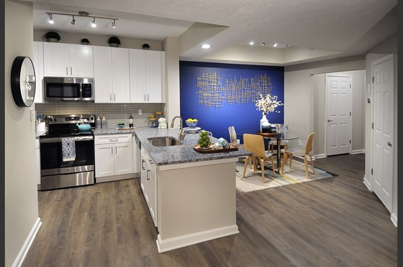 Open Concept Kitchen And Dining Area The Pointe At Vinings Apartments Atlanta