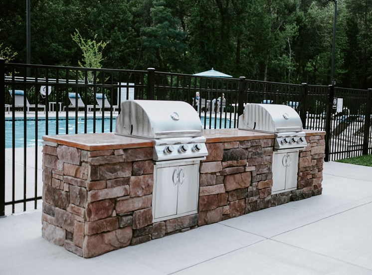 Glen Hollow grills and pool.