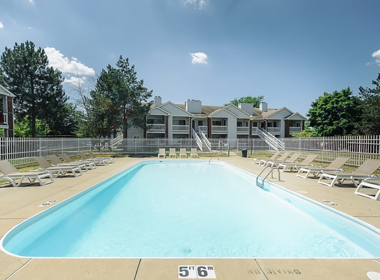 Outdoor Community Pool at Country Club Apartments in Toledo