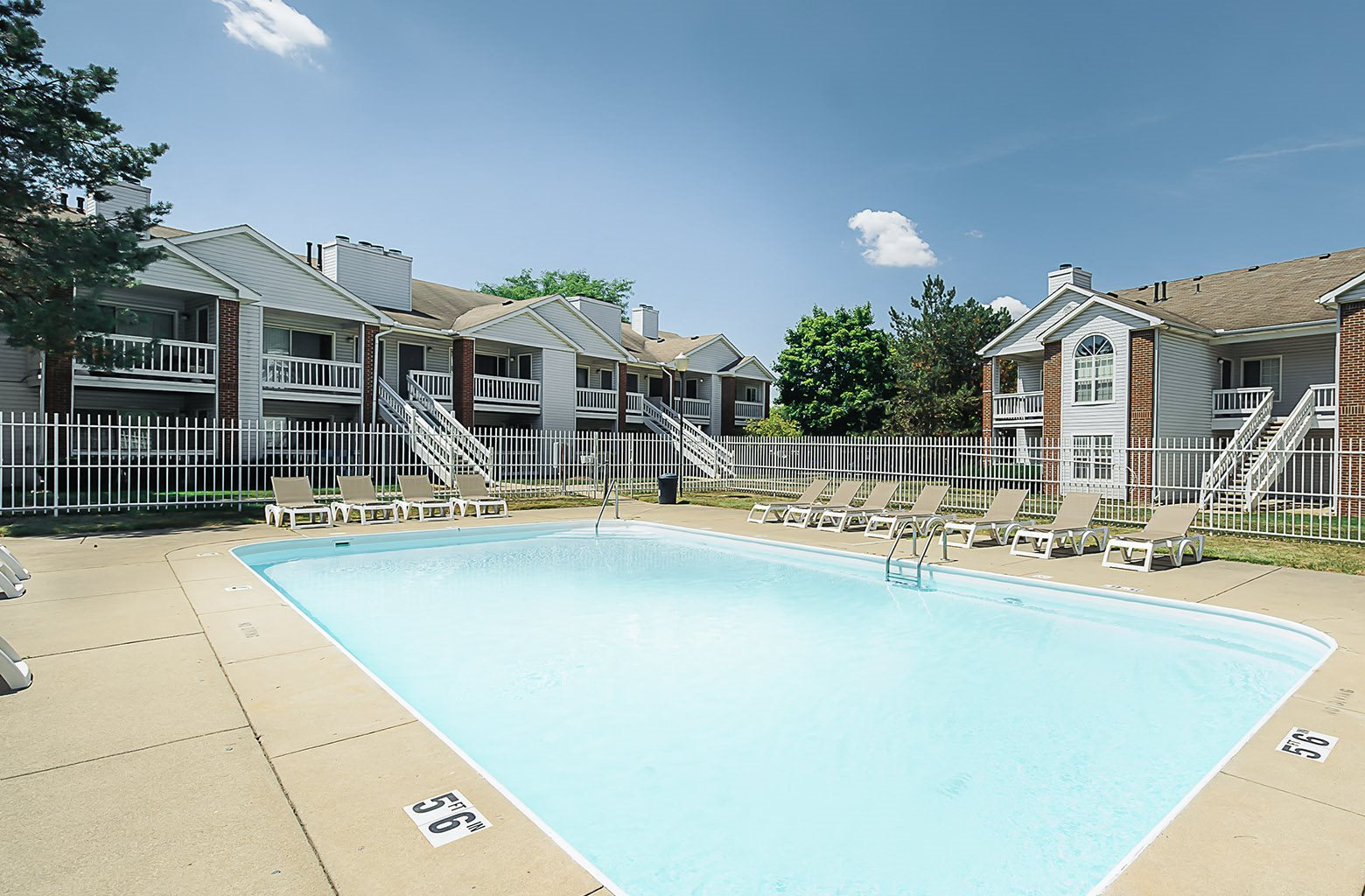 Apartments in Toledo, OH with pool