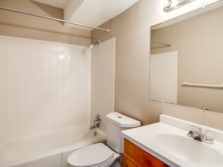 Huge bathrooms at Forest Park Apartments in North Kansas City, MO