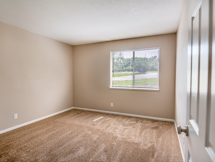 1 bedroom apartments with natural light at Forest Park Apartments in North Kansas City, MO