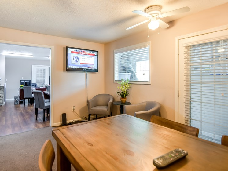 Resident community room at Forest Park Apartments in North Kansas City, MO