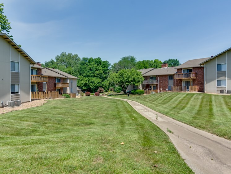 Outdoor areas at Forest Park Apartments in North Kansas City, MO