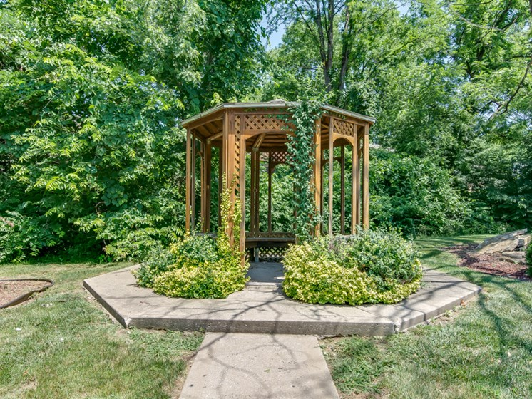 Outdoor wooden gazeebo at Forest Park Apartments in North Kansas City, MO