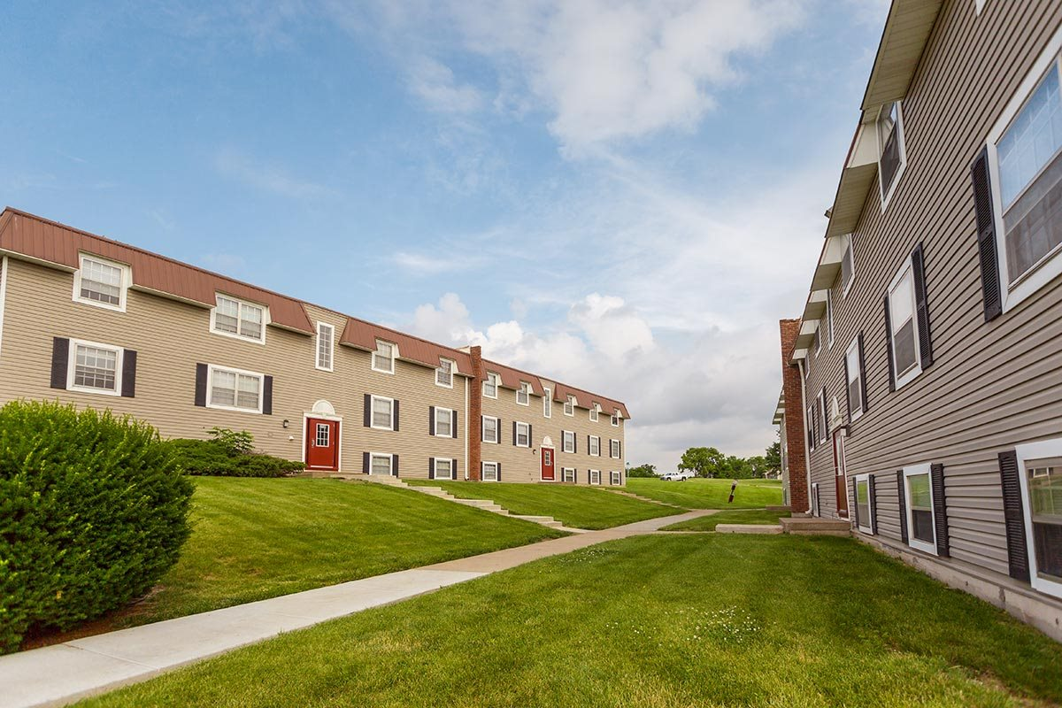 walking trails at regency north apartments in north kansas city, MO