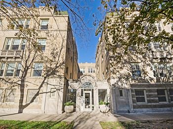 1318-24 E. Hyde Park Blvd. 1-3 Beds Apartment for Rent Photo Gallery 1