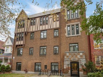 5532 South Kenwood Ave. Studio-1 Bed Apartment for Rent Photo Gallery 1