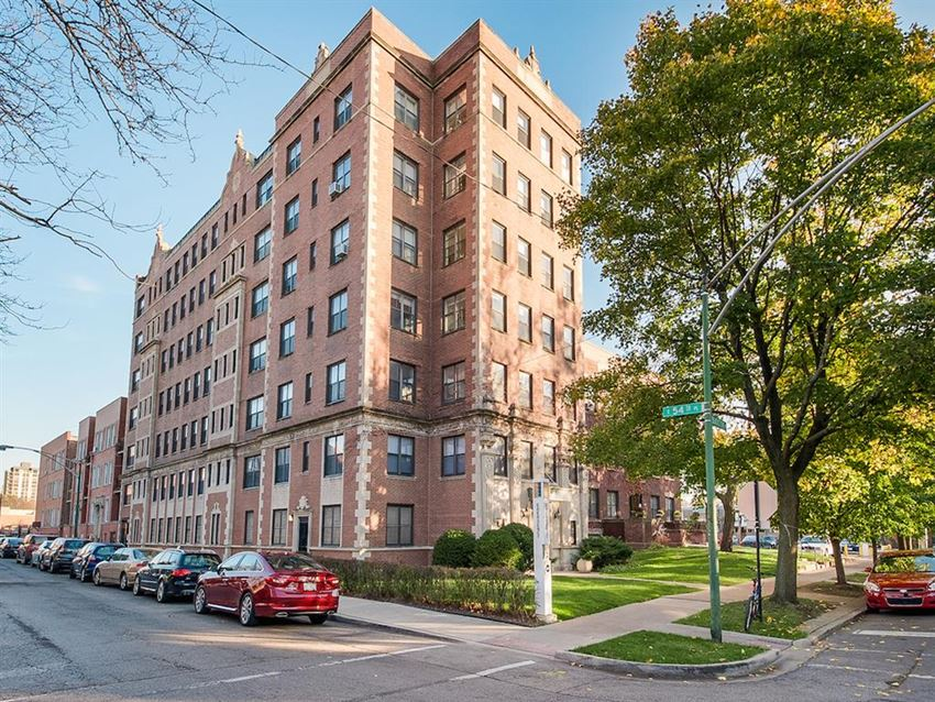 Hyde Park Chicago apartment home rental apartments near grocery store pet friendly apartments in Hyde Park
