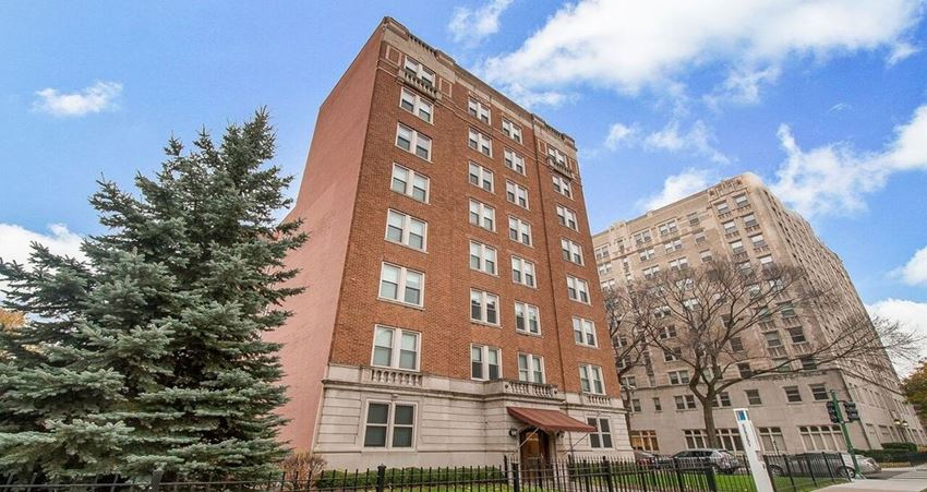 Hyde Park Chicago apartment home rental uchicago university of chicago roommate matching apartment with skyline view apartment with lake view