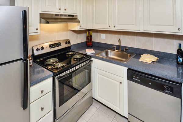 Kitchen 8 | The Park at Elland Apartments in Clearwater, Fl