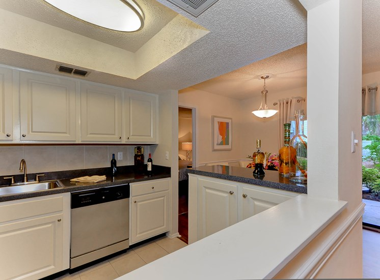 Kitchen 6 | The Park at Elland Apartments in Clearwater, Fl