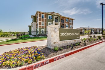 2900 Broadmoor Dr 1-4 Beds Apartment for Rent Photo Gallery 1