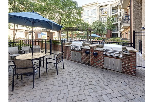 Courtyard Fire Pit and Grills at 712 Tucker, Raleigh, NC, 27603