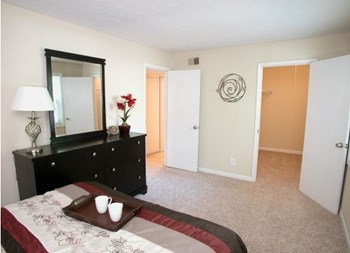 4590 Washington Road 1-2 Beds Apartment for Rent Photo Gallery 1