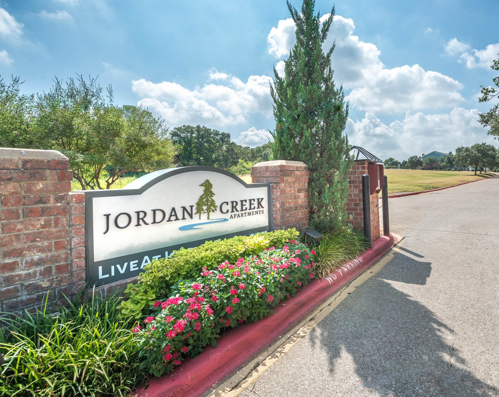 Jordan Creek Apartments background 1