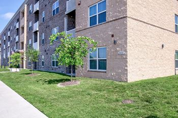 3150 Warwick Blvd 2-3 Beds Apartment for Rent Photo Gallery 1