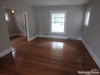 834 North Austin Boulevard 3 Beds House for Rent Photo Gallery 1