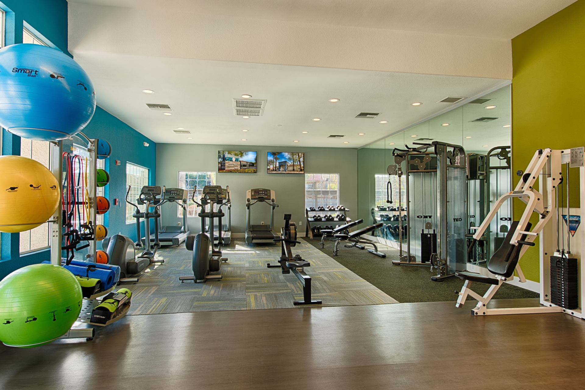 Spacious Fitness Center with Free Weights at The Grove Deer Valley Apartments, Phoenix, 85053