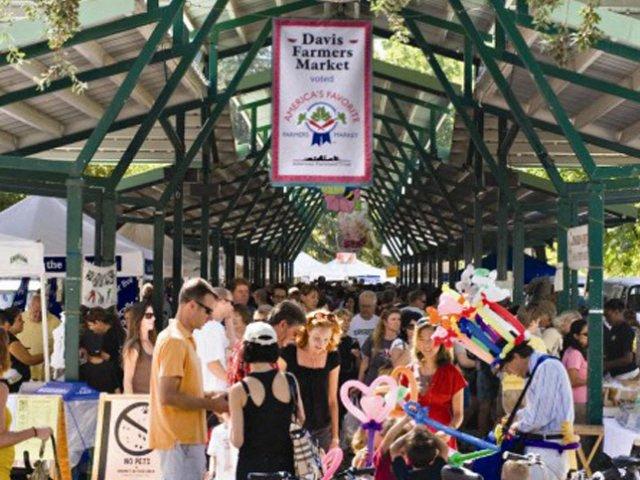 farmers market  l Davinci Apartments