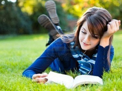 Girl reading in Park l Davinci Apartments